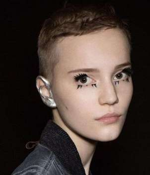Pixie cut stile boyish Louis Vuitton