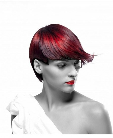 Capelli corti rosso scuro