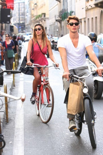 Belen Rodriguez e Stefano de Martino in bici