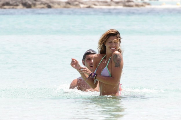 Belen Rodriguez e Stefano de Martino in acqua