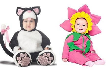Bambini vestiti da fiore e gattino per Carnevale