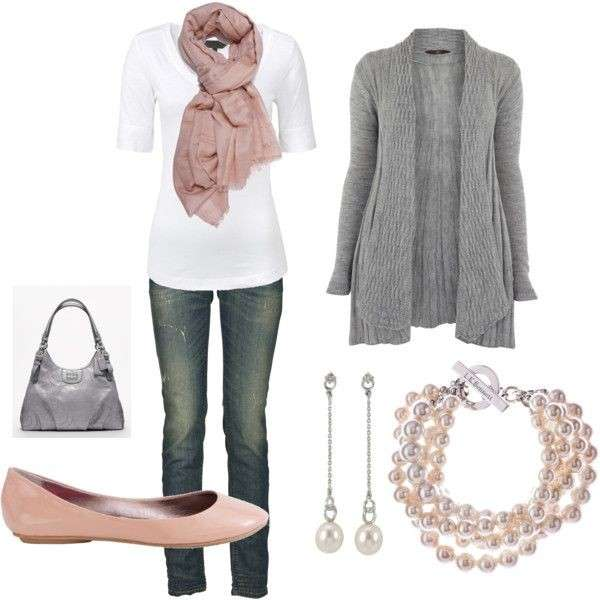 Look casual con accessori rosa e grigi