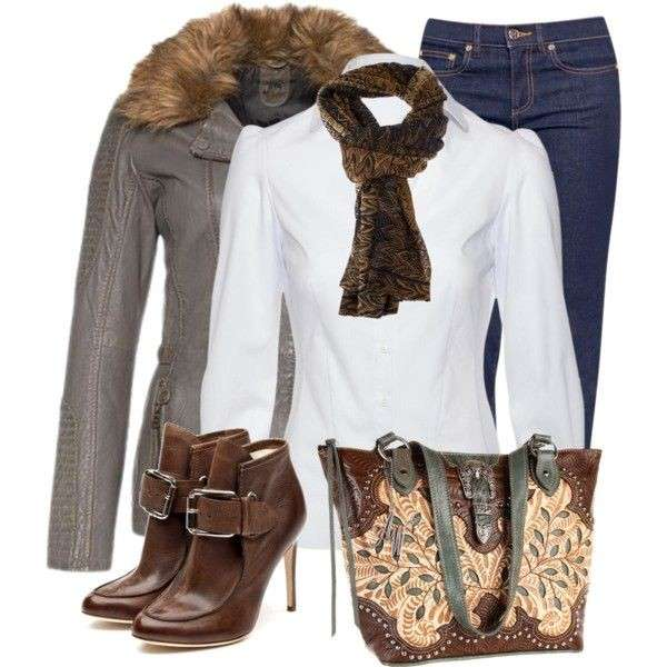 Look con camicia e ankle boot