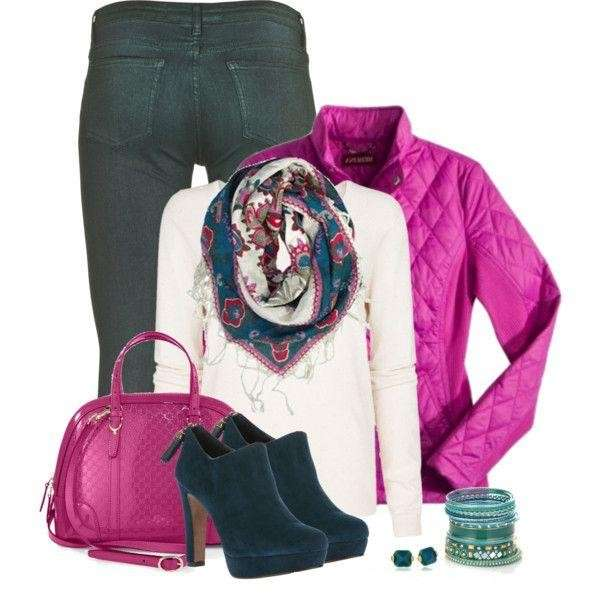 Look casual con accessori rosa