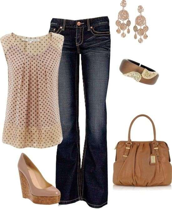 Look con jeans e top a pois