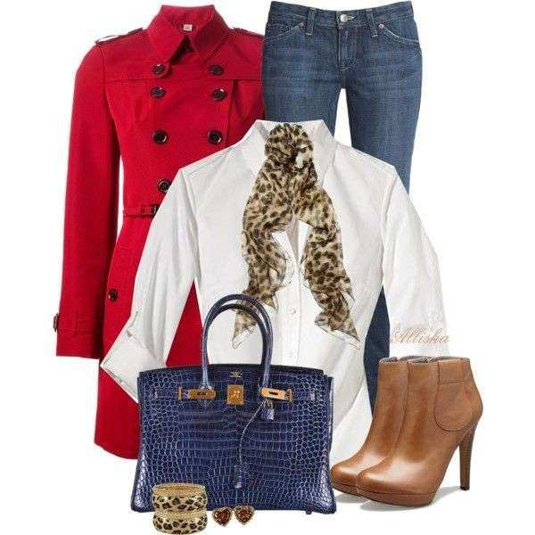 Look casual con trench rosso