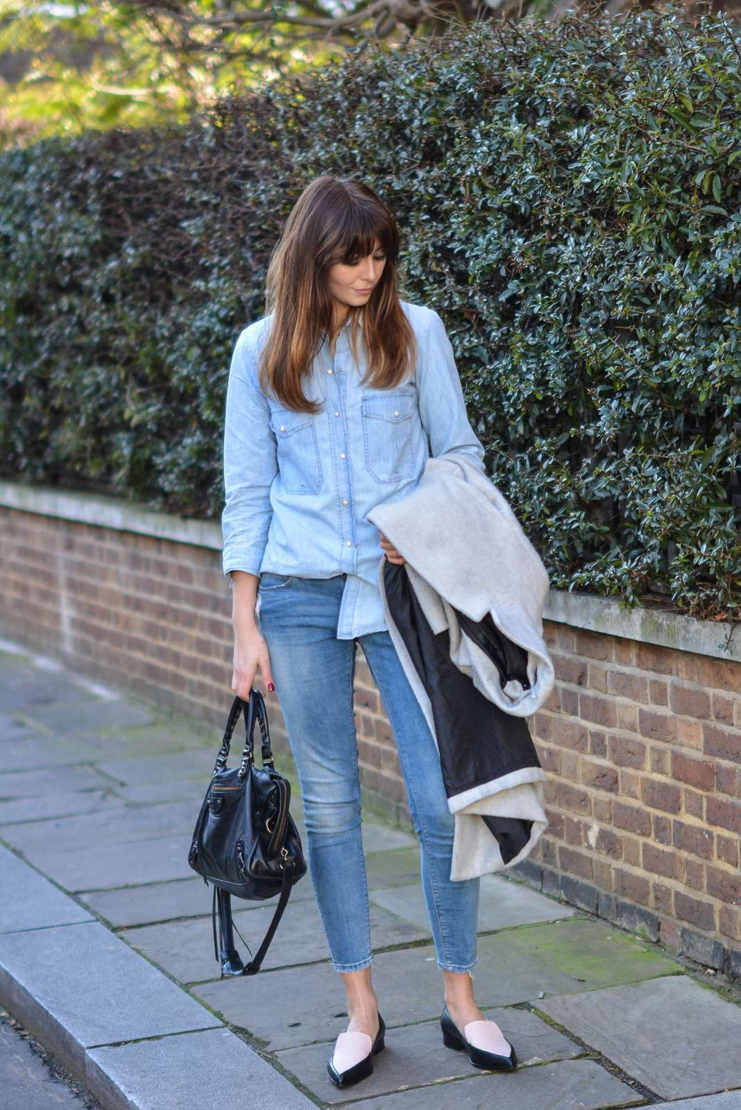 Jeans e slippers