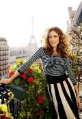 Carrie Bradshaw indossa un look a righe
