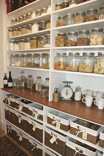 Idee per organizzare la dispensa della cucina foto for Country kitchen pantry ideas