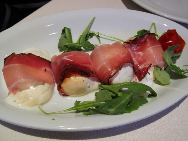 Antipasto speck e mozzarella