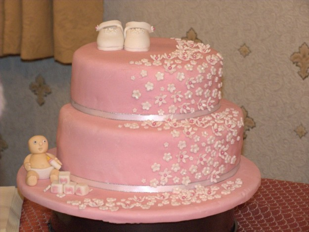 Cake Decorating Ideas For Baby Dedication : Torte con scarpine neonato in pasta di zucchero (Foto ...