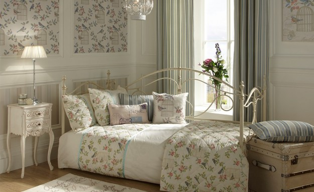 Camera da letto shabby country design casa creativa e - Lampadario camera da letto shabby chic ...