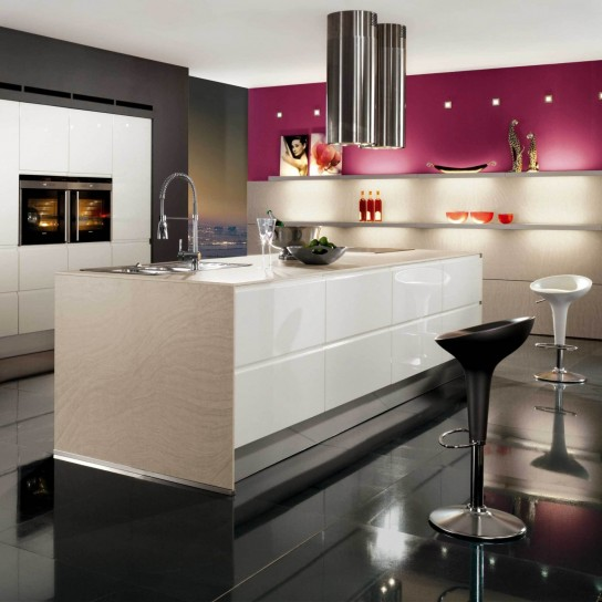 Cucina Bianca Cucina Con Cappa A Soffitto Cucina Ad Isola Pictures to pin on ...