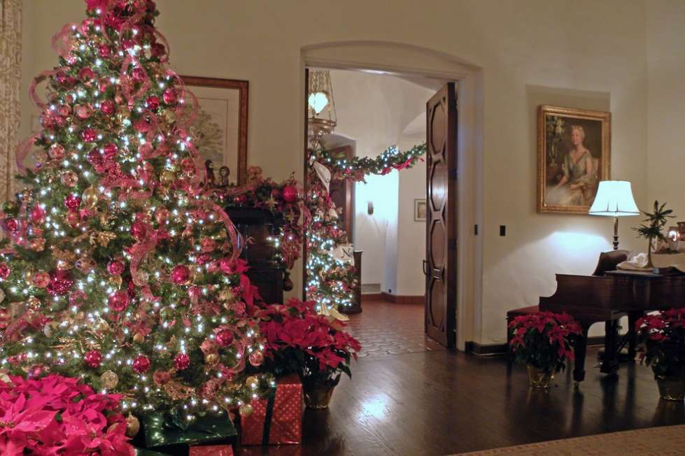 Come decorare la casa per natale l albero di natale for Come decorare una casa vittoriana