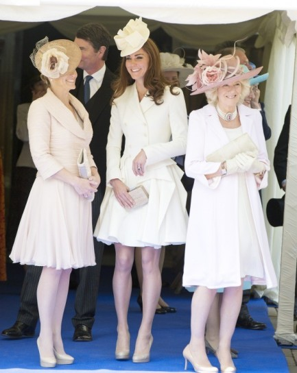 Kate Middleton in bianco con cappellino