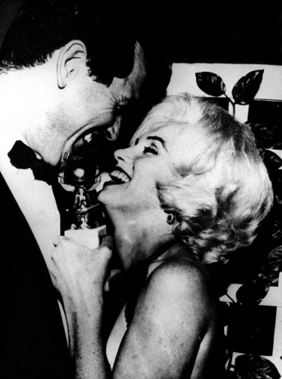 Marylin Monroe con il suo caschetto biondo