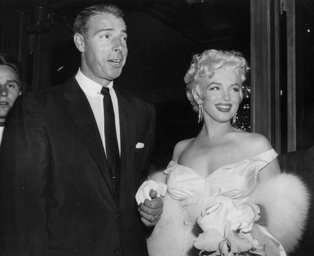 Marylin Monroe con il boa in pelliccia