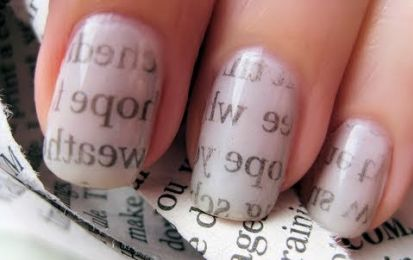 La manicure più originale è la Newspaper nail art!
