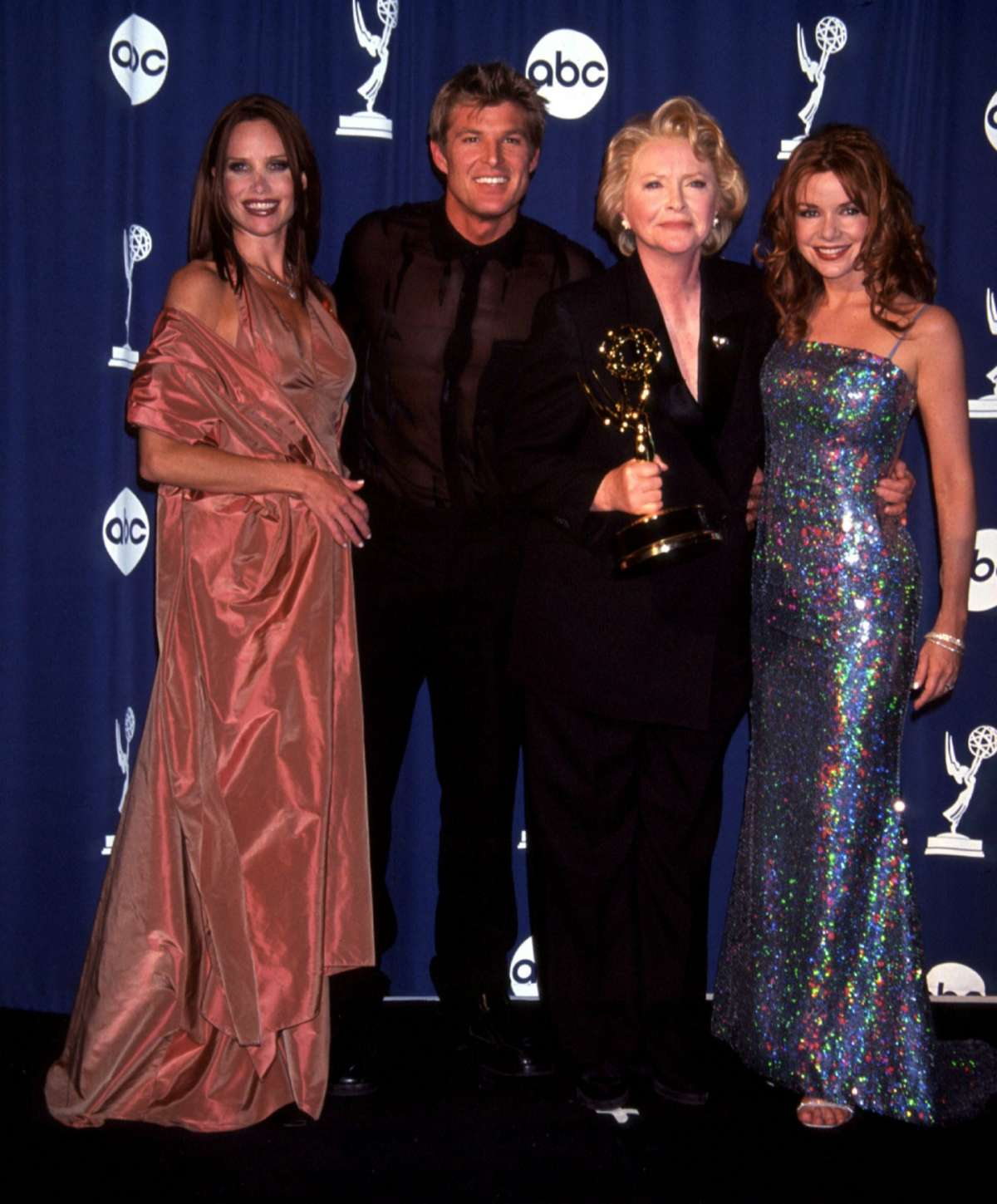 Sarah Buxton,Winsor Harmon, Susan Flannery e Bobbie Eakes in posa sul red carpet
