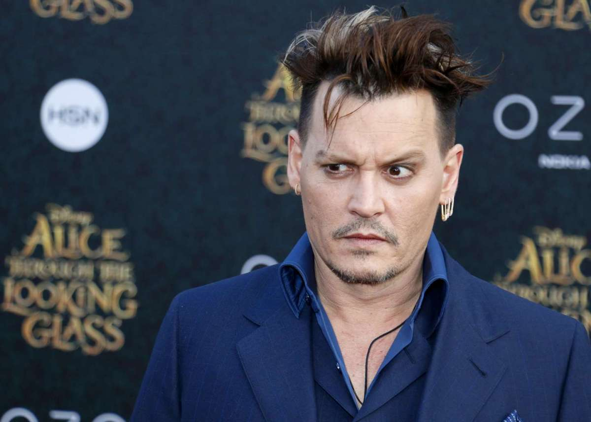 Johnny Depp alla prima del film Alice attraverso lo specchio a Los Angeles