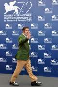Il look dell'attore americano al photocall del film Black Mass