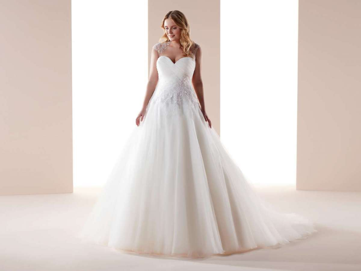 Abiti da sposa Nicole Lovely Wedding Curves 2019 per taglie comode