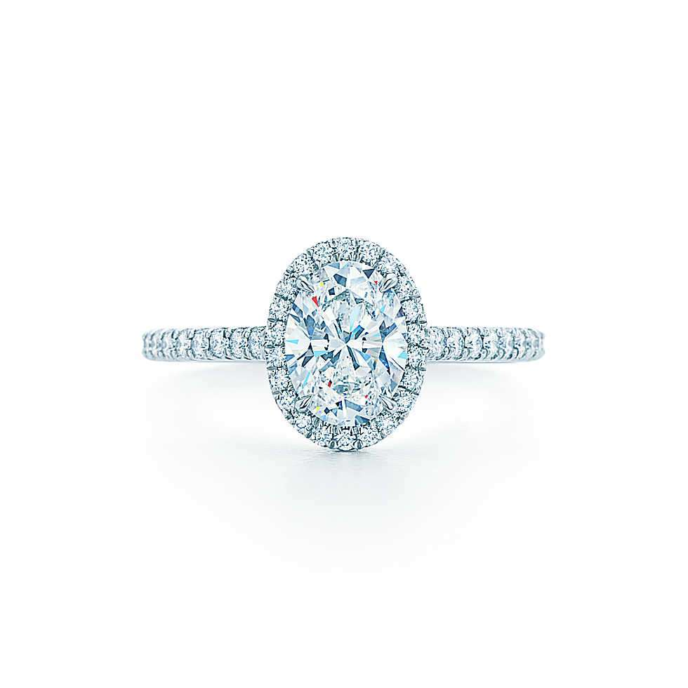 Solitario con diamante ovale Tiffany