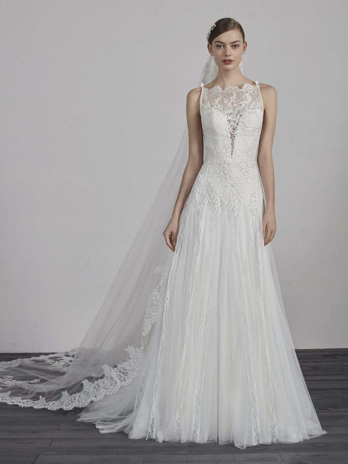Abito da sposa in pizzo Chantilly Pronovias