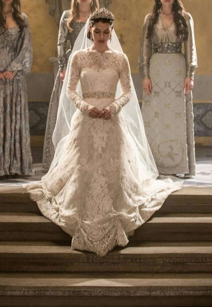 L'abito da sposa di Mary in Reign
