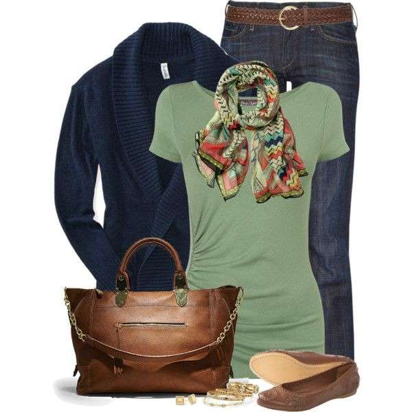 Look casual in verde e blu scuro