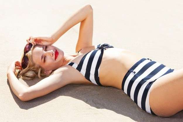 Bikini nautical in stile pin up