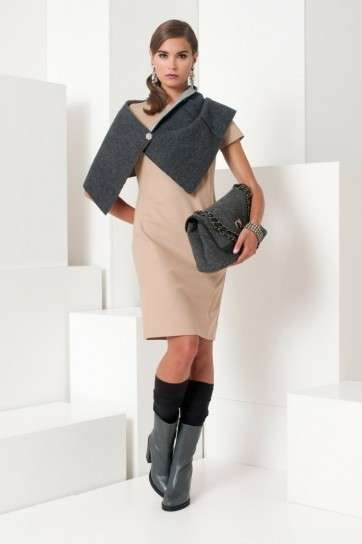 Look con stola in tweed