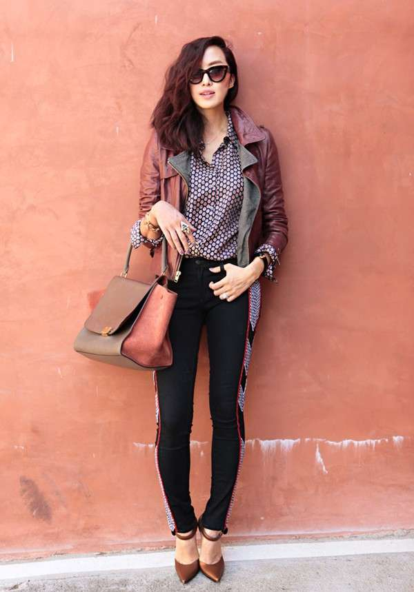 Look con giacca bordeaux