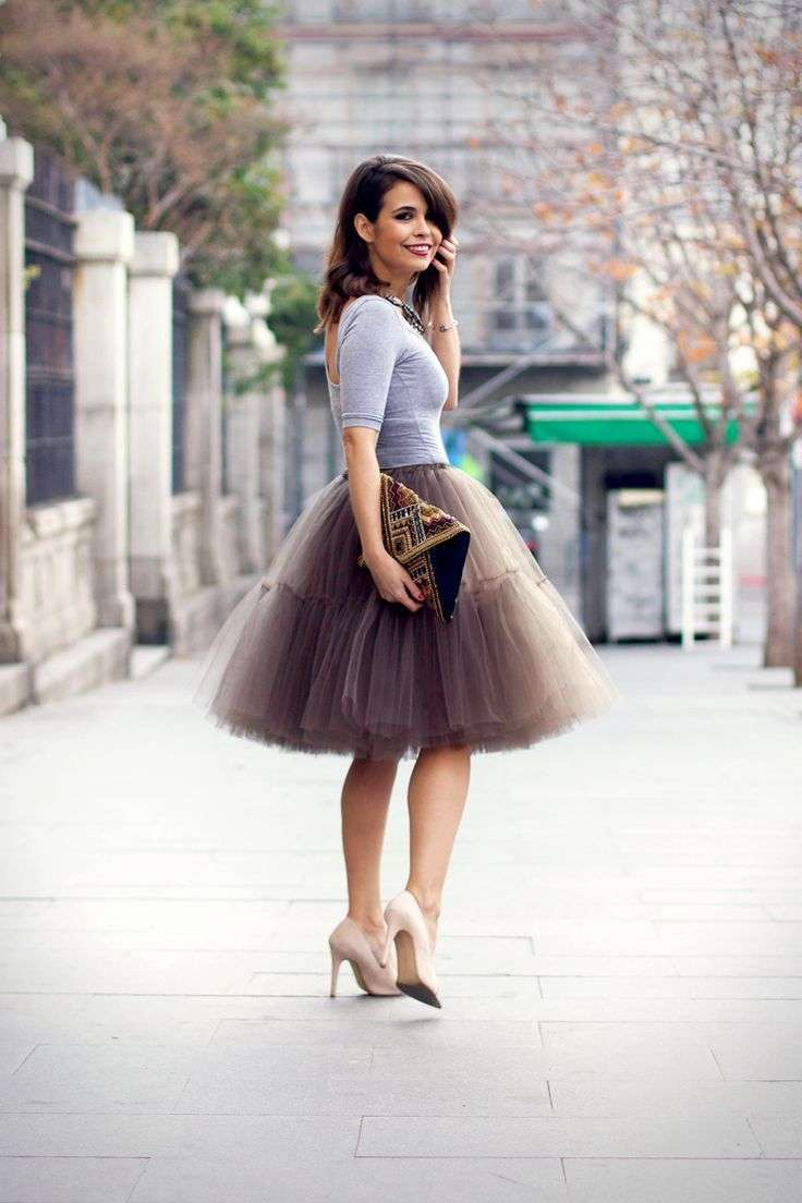 Look con gonna plissè di tulle