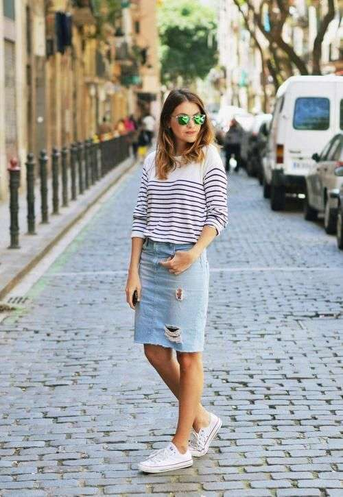 Look sporty chic con tubino in denim