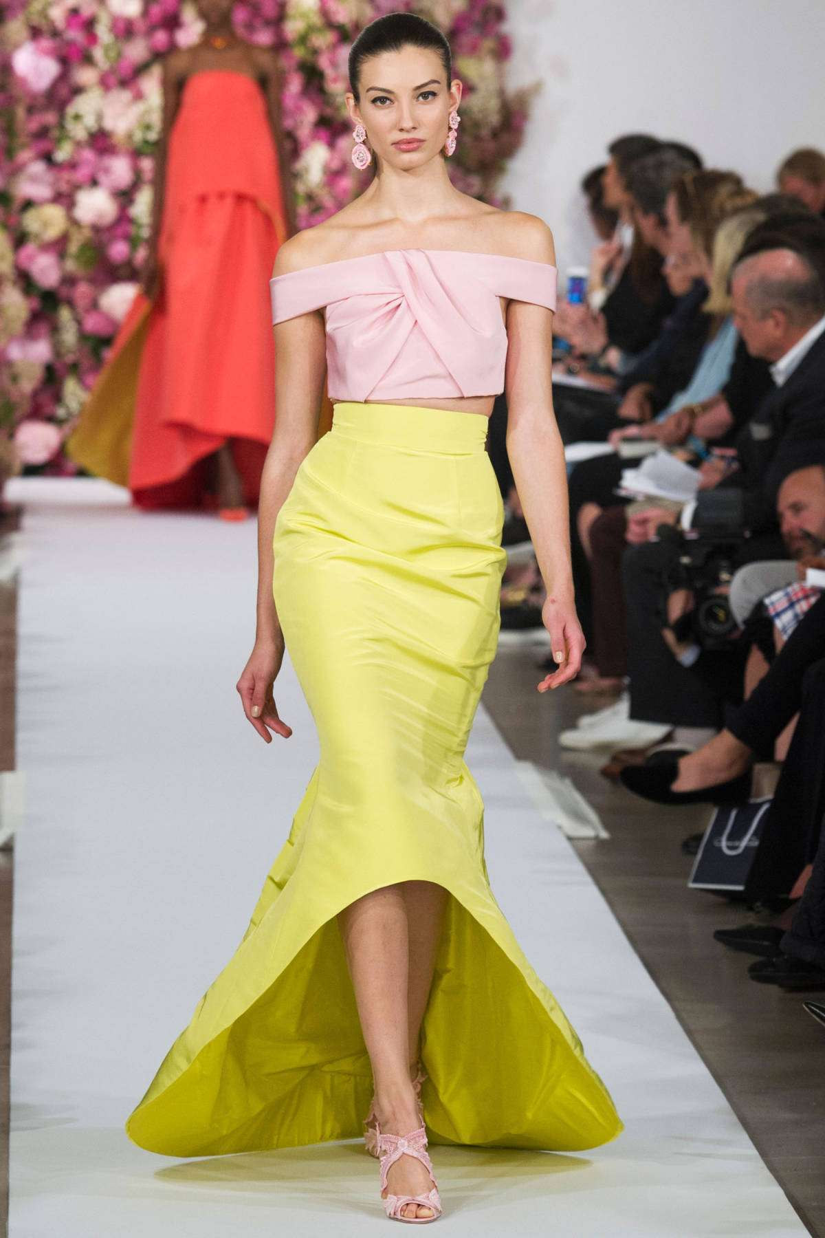Look da occasione in rosa e giallo