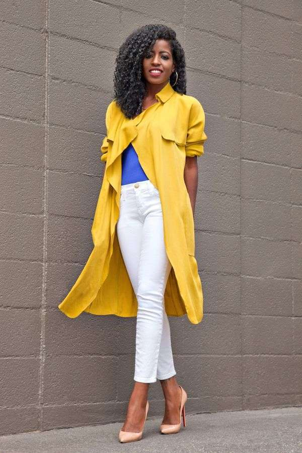 Look in color block con trench giallo