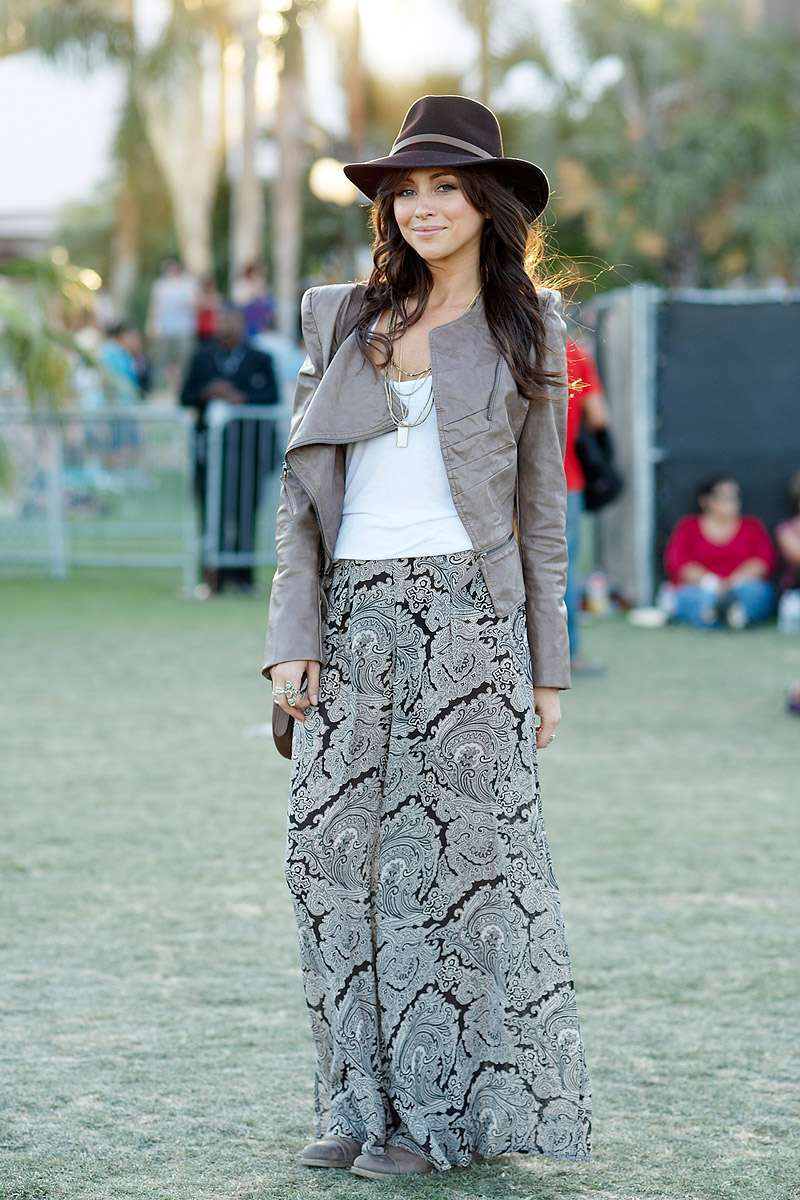Look boho chic con gonna lunga