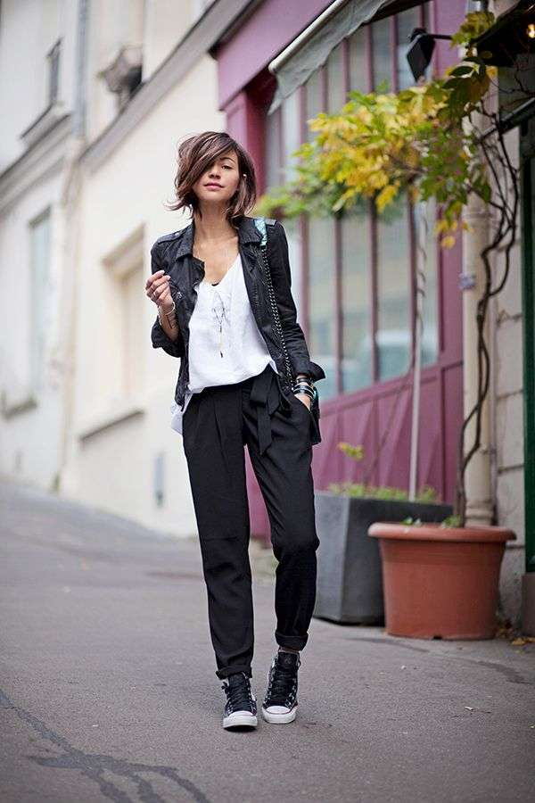 Look sporty chic con giacca nera