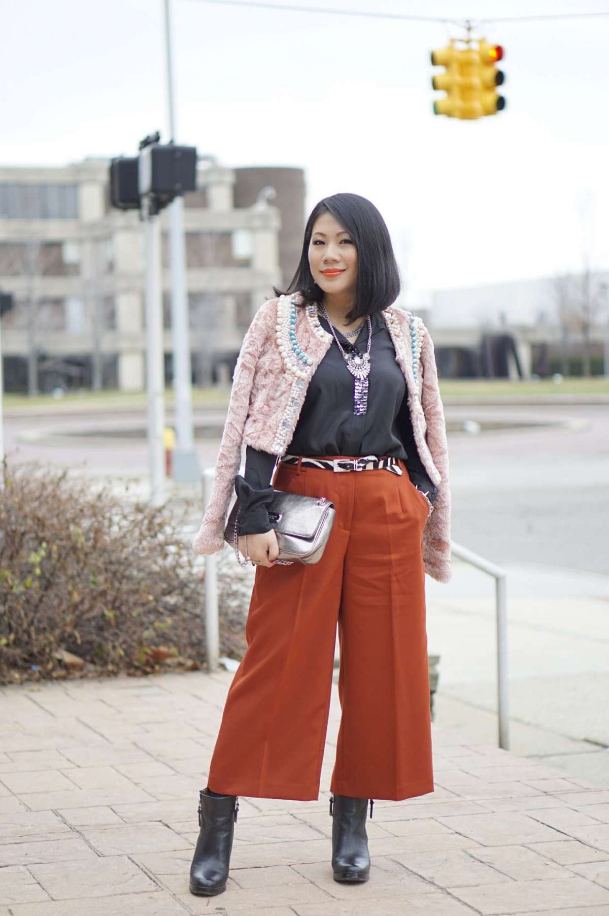 Cropped pants e stivaletti