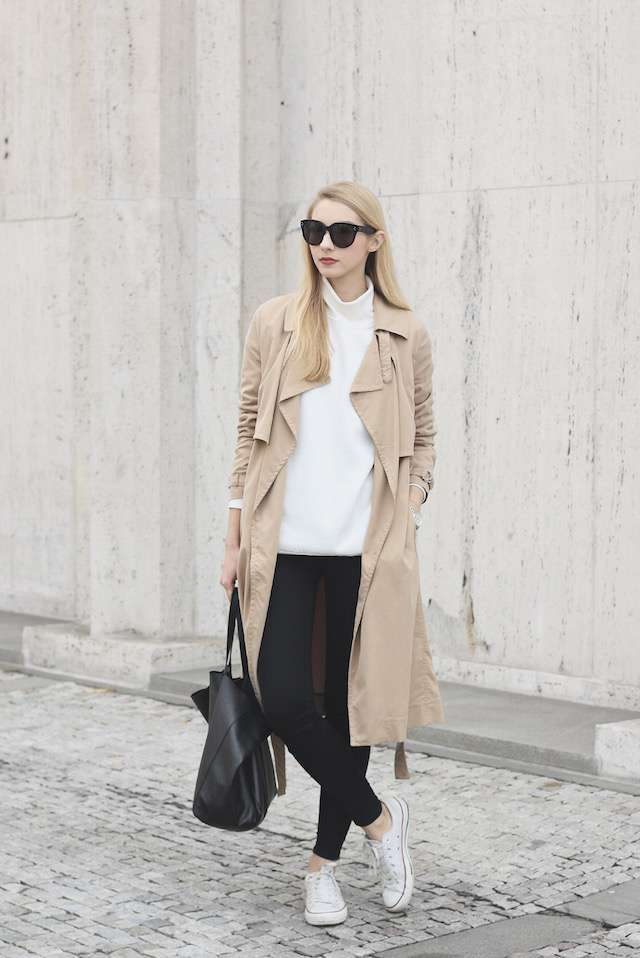 Outfit casual con trench beige