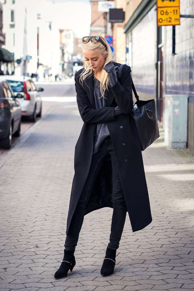Look con maxi coat nero