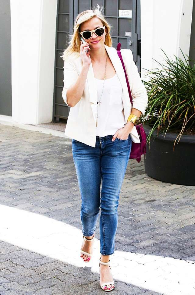 Look con jeans a sigaretta