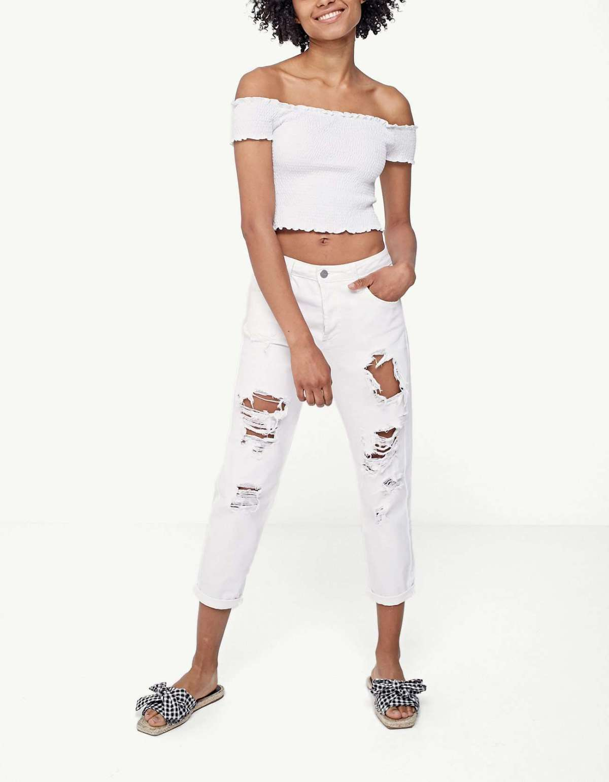Outfit con mom jeans Stradivarius
