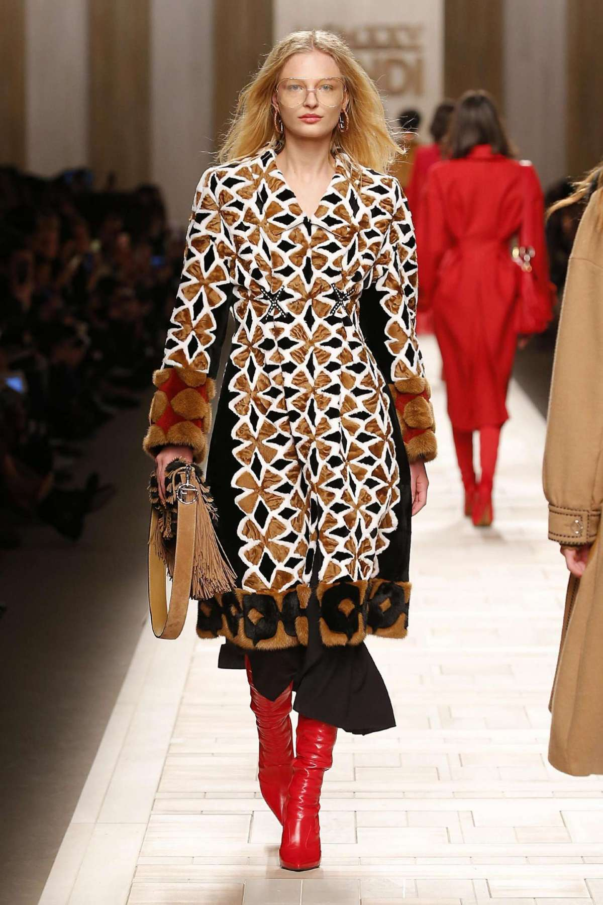 Cappotto decorato in pelliccia Fendi