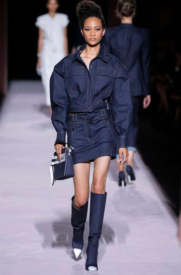 Look in denim scuro Tom Ford