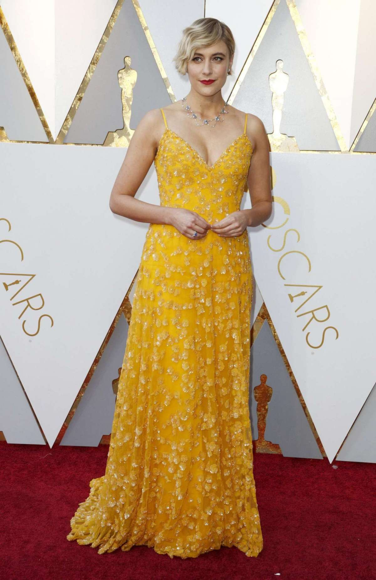 Greta Gerwig in Rodarte con gioielli Tiffany & Co
