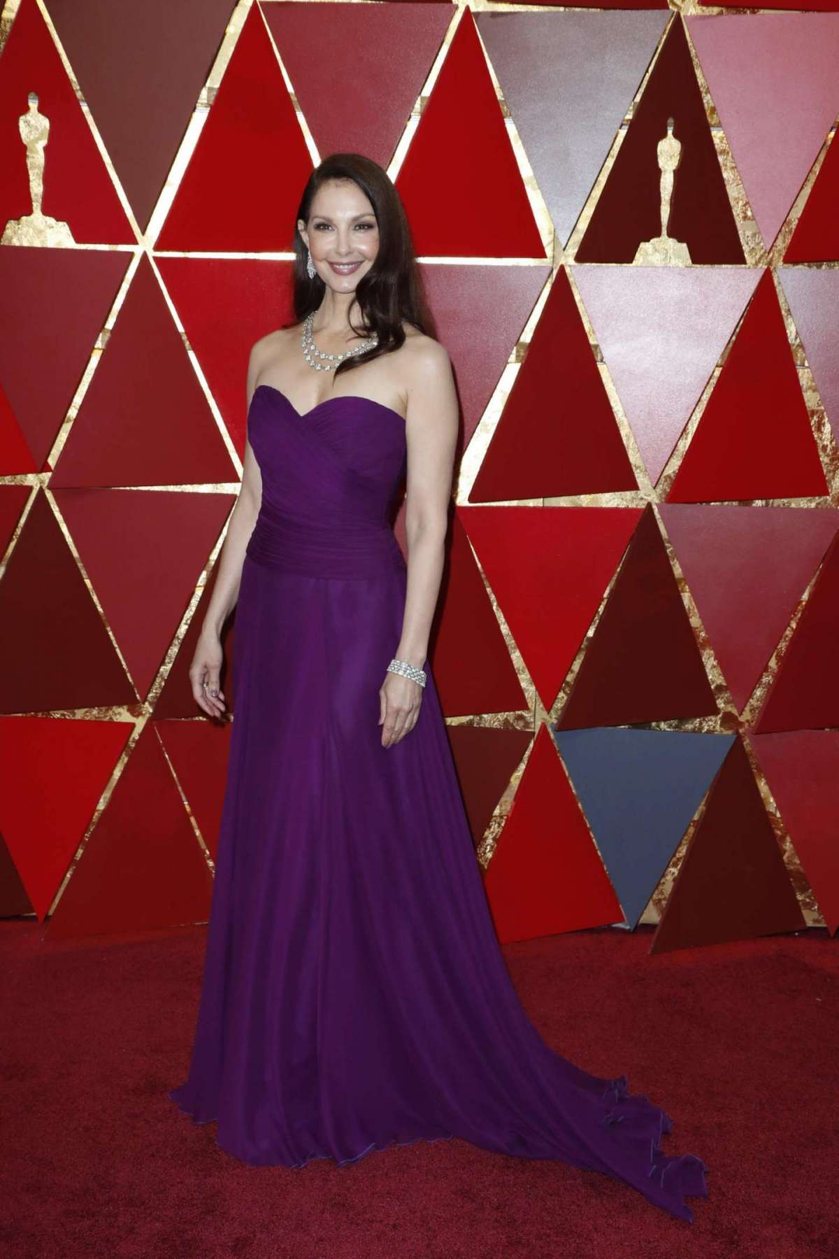 Ashley Judd in Badgley Mischka e Bulgari