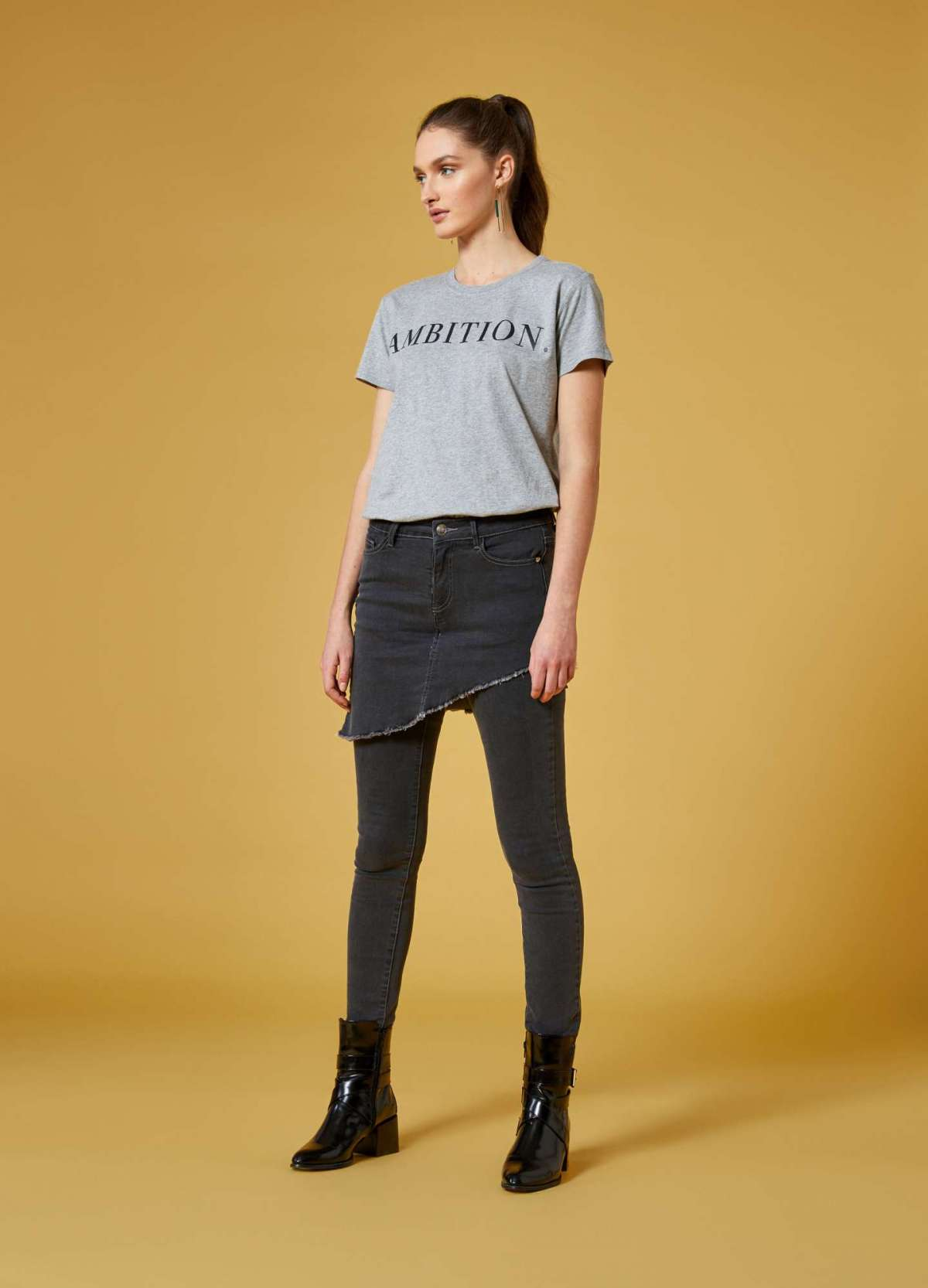 Jeans con gonna Kendall + Kylie per OVS a 34,99 euro