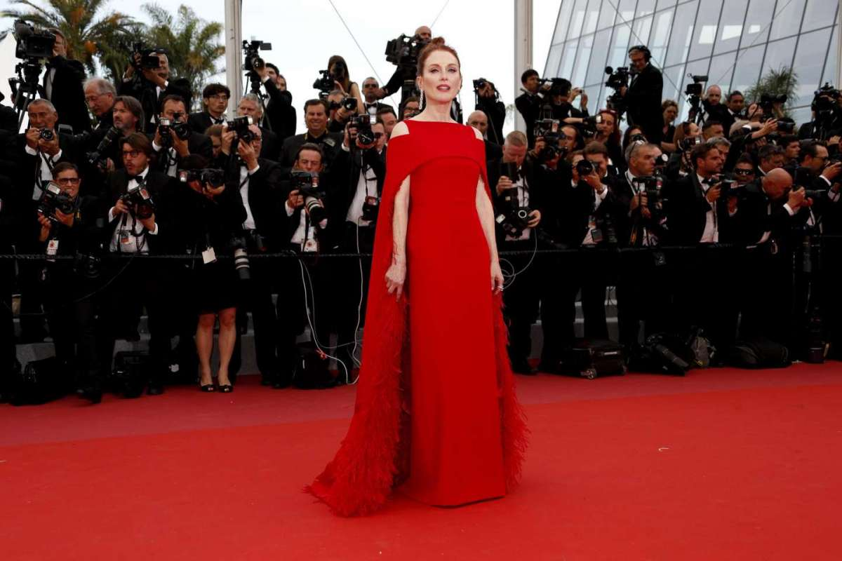 Julianne Moore in Givenchy Couture con gioielli Chopard